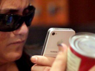 Inteligência artificial e aplicativos de celulares auxiliam portadores de deficiência visual e auditiva. Saiba mais sobre os benefícios do avanço tecnológico!